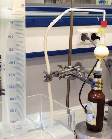 Bierflasche im Labor (Bild: Rooch)