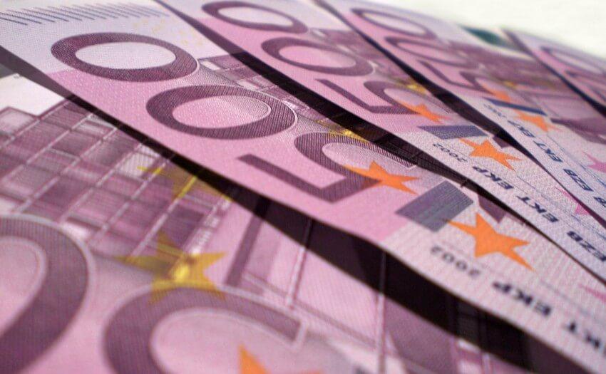 500-Euro-Scheine (Bild: FreeImages.com/Filippo Vicarelli)